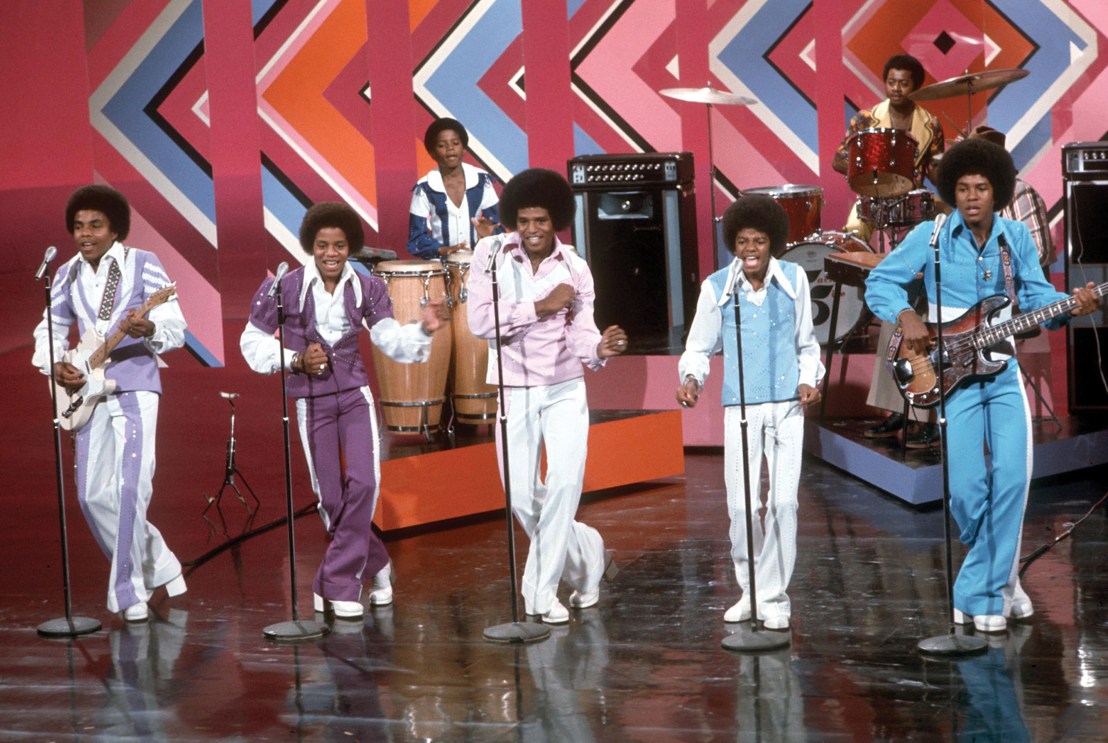 disco in the 1970s The rise of disco in the 1970s had an enormous cultural impact on the american  audience it was the music they heard on the radio, the music they danced to.
