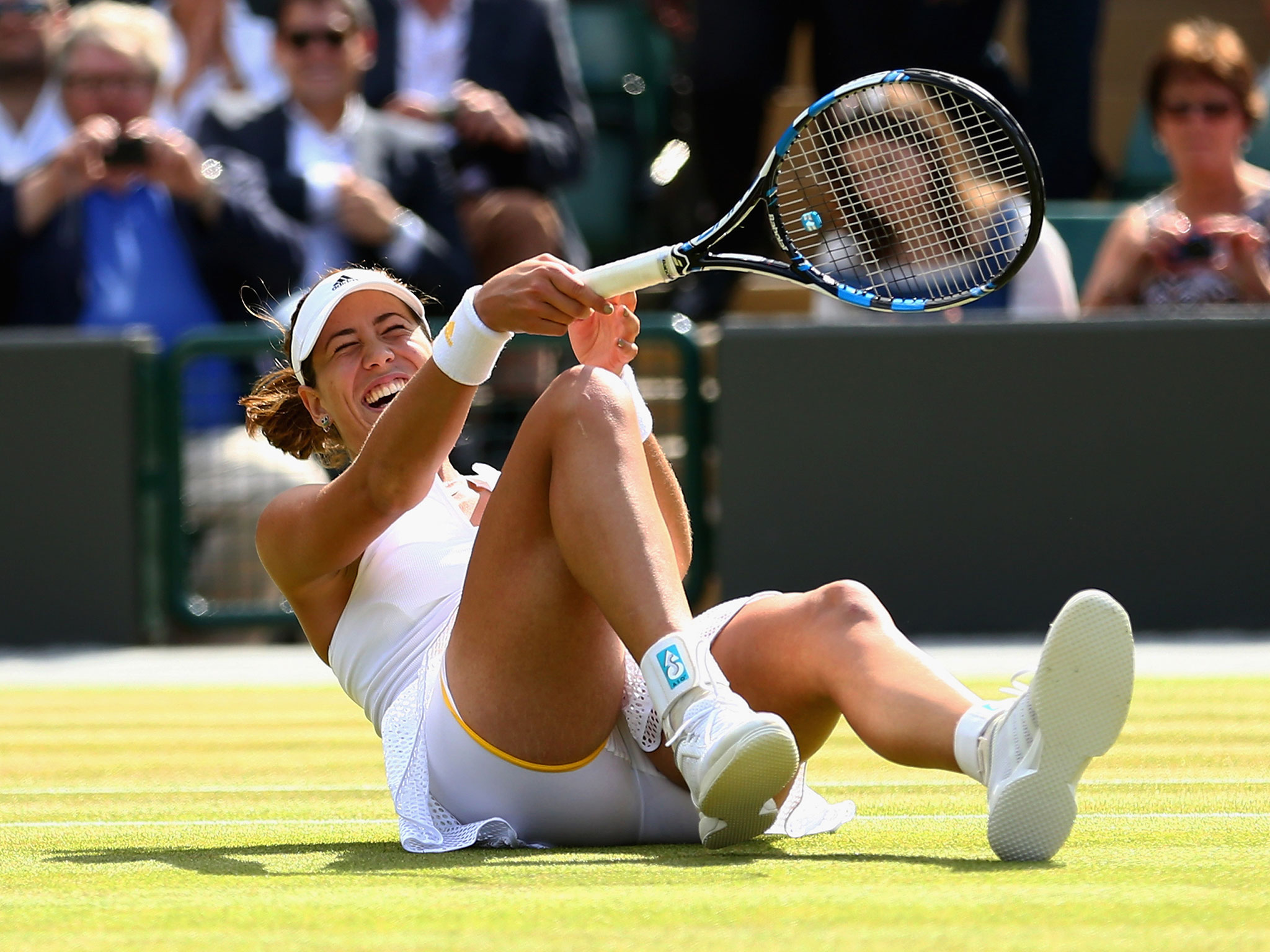 wimbledon girls Elsa form frozen loves to play tennis this time she will play at wimbledon can you help he to get a good outfit  .