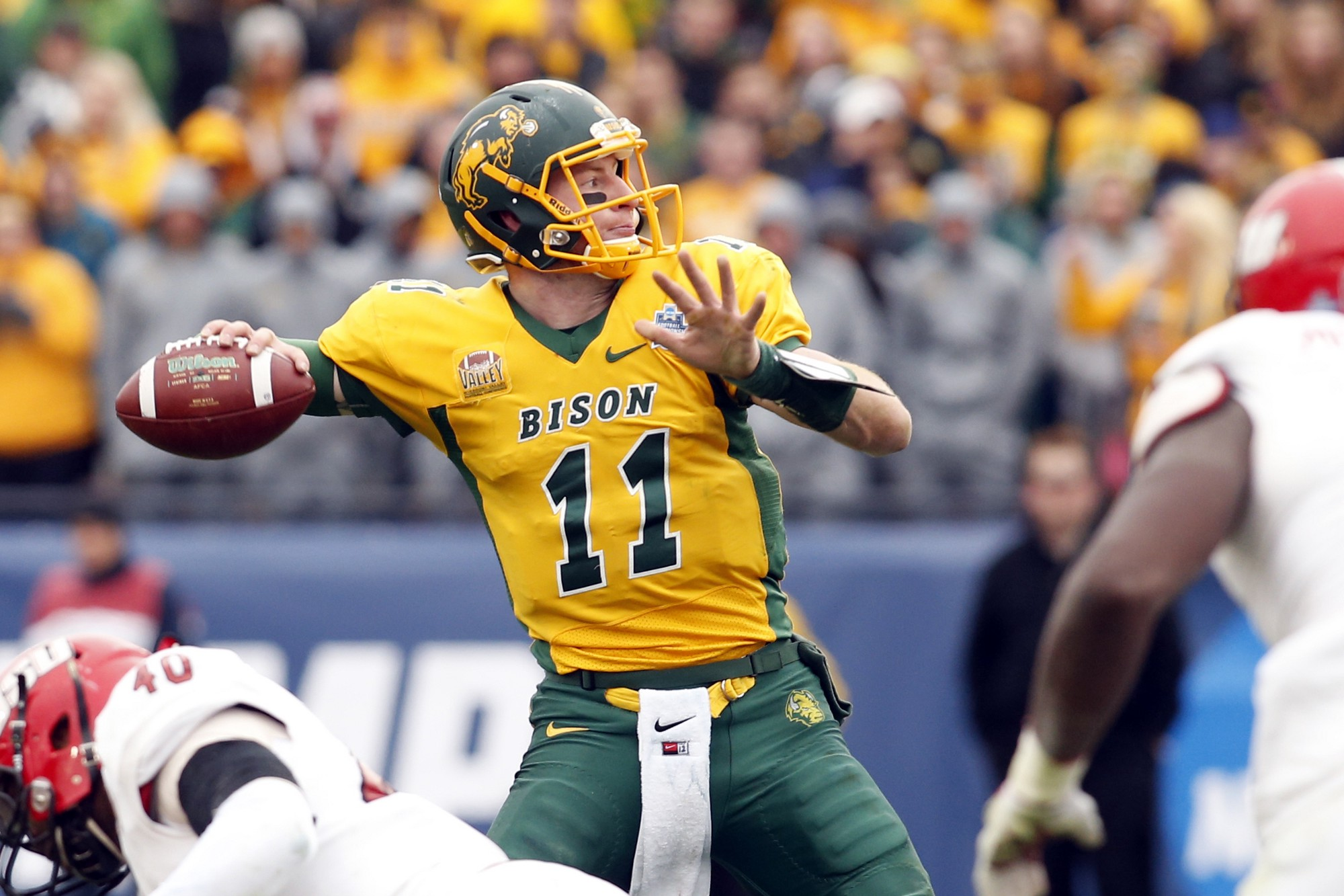 1_ARXBpwWHyCwSAVm3AiXbOg Carson Wentz -- doing whatever it takes to get there.