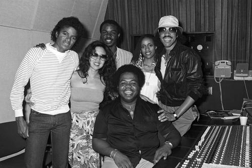MV5BMjA3MzA1Mjk4MV5BMl5BanBnXkFtZTcwNTkxNzMwNA@@._V1_ Lionel Richie – The R&B music artist
