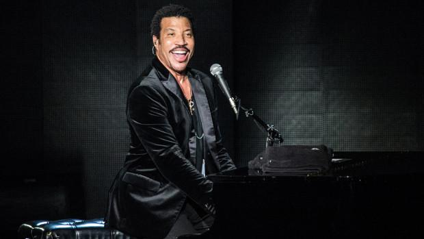 lionel-richie Lionel Richie – The R&B music artist
